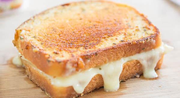 Reţetă sandwich brânză caşcaval