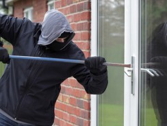 Protejeaza-ti casa cand pleci in vacanta