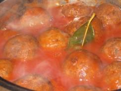 Reţete pentru chiftele cu sos şi chiftele marinate