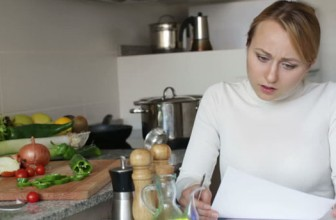 8 sfaturi practice şi trucuri în bucătărie
