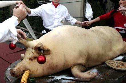 Romani din Chicago arestati pentru ca taiau porcul