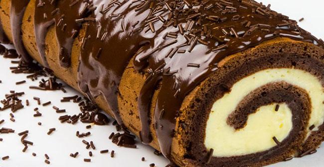 Rulada cu crema si glazura din ciocolata