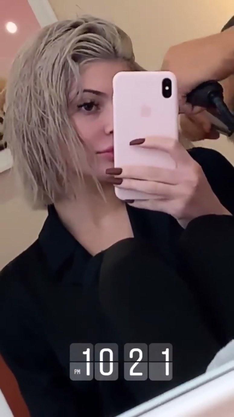 Kylie Jenner are o nouă tunsoare și o nouă culoare de păr