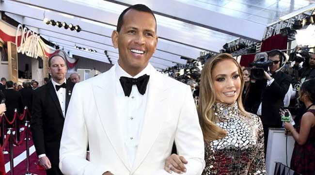 E oficial: Jennifer Lopez şi Alex Rodriguez sunt logodiţi